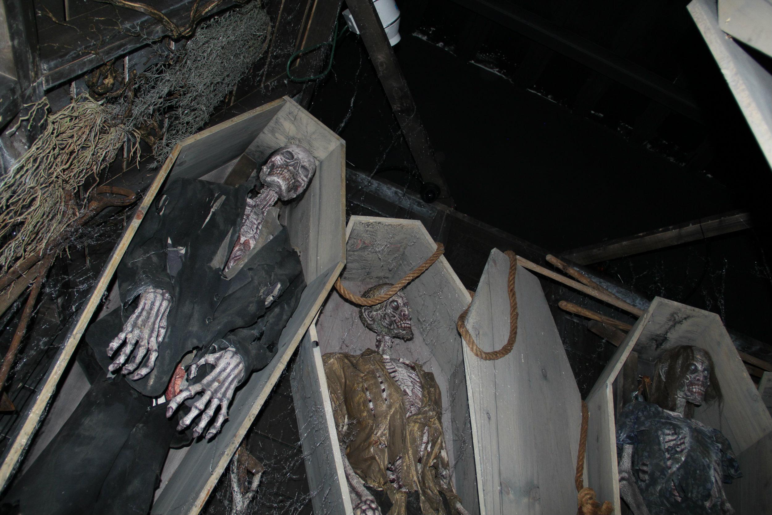 thai-hl-coffin1.jpg