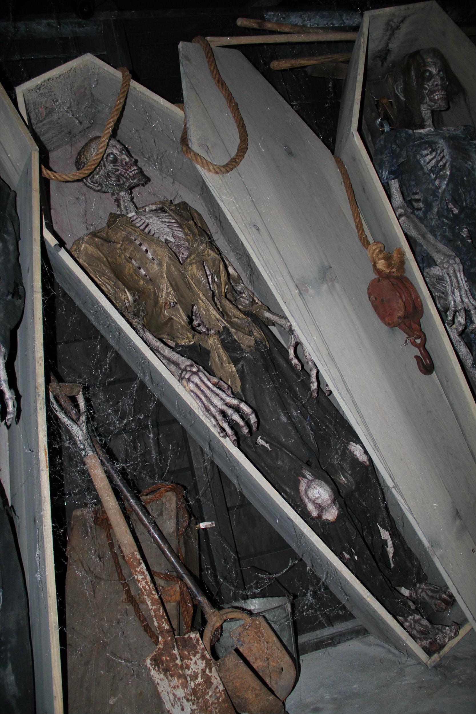 thai-hl-coffin2.jpg