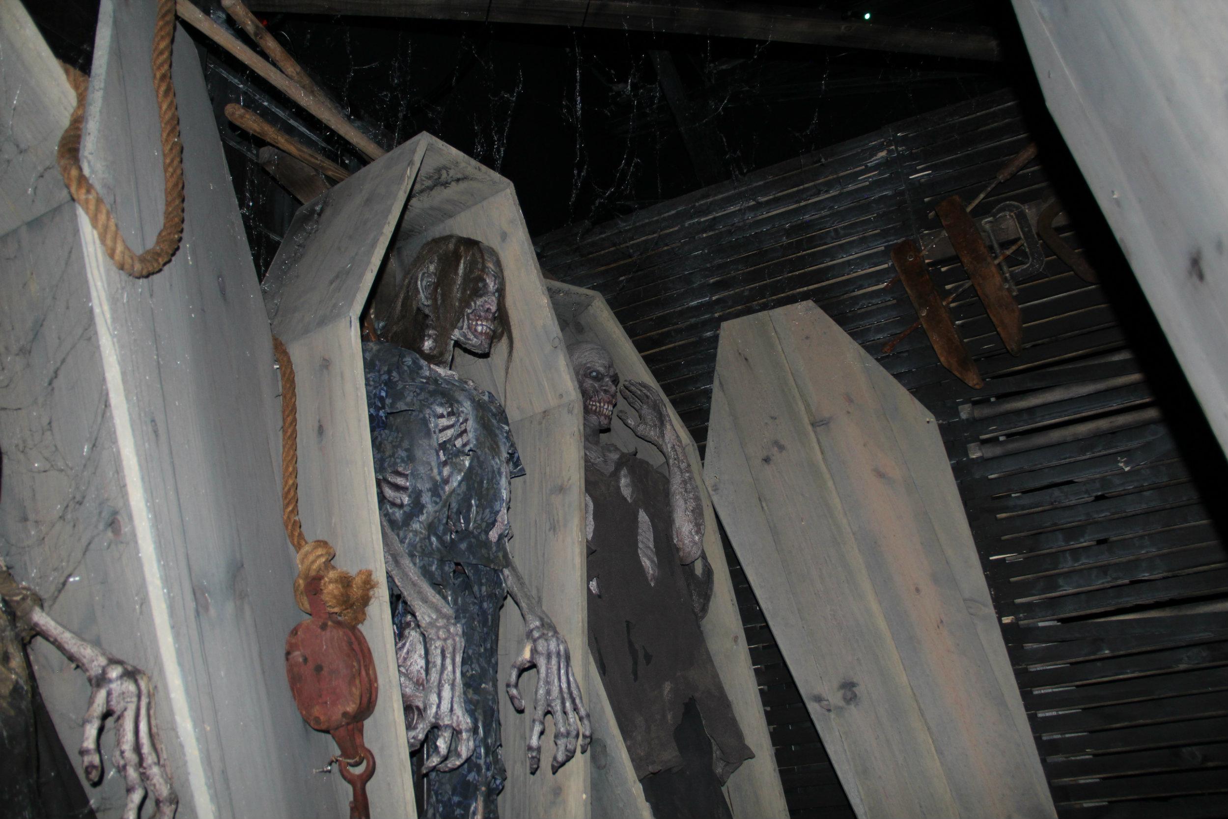 thai-hl-coffin3.jpg